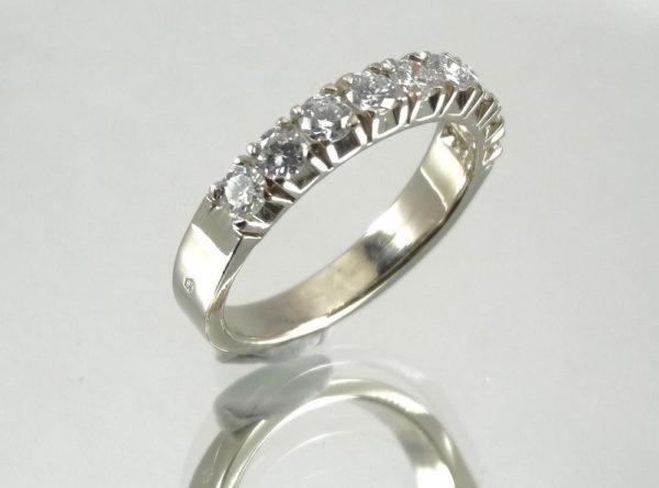 Demi-alliance en or et diamants