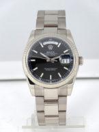 Rolex Day-Date, affichage de la date par guichets, acier et lunette or gris